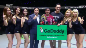 "Eduard ""The Landslide"" Folayang wins via unanimous decision to regain ONE Lightweight World Title"